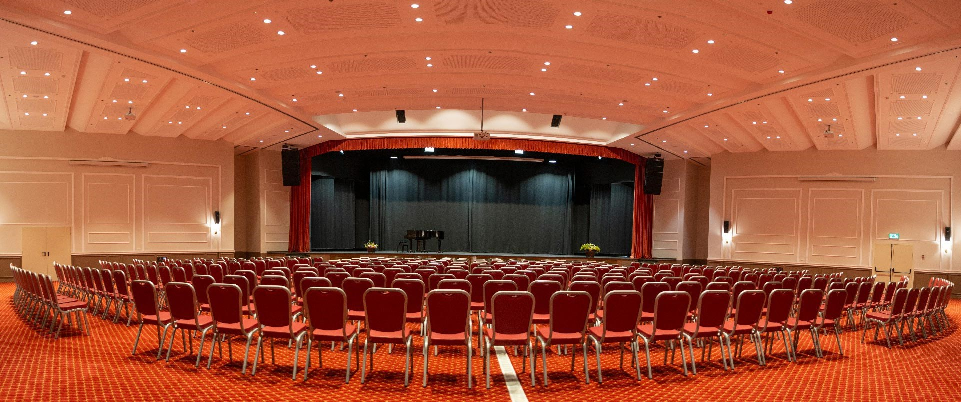 מלון פסטורל כפר בלום - אולם האופרה