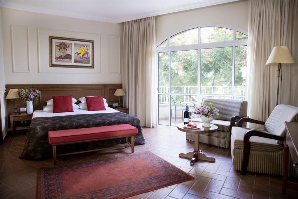 מלון פסטורל כפר בלום - חדרי הבוטיק מיטה