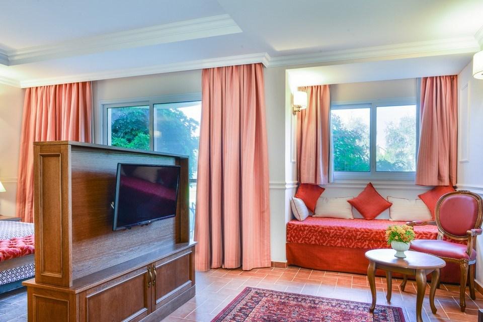מלון פסטורל כפר בלום - חדרי ג'וניור סוויט חדר שינ