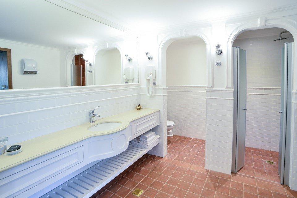 מלון פסטורל כפר בלום - חדרי ג'וניור סוויט חדר רחצ