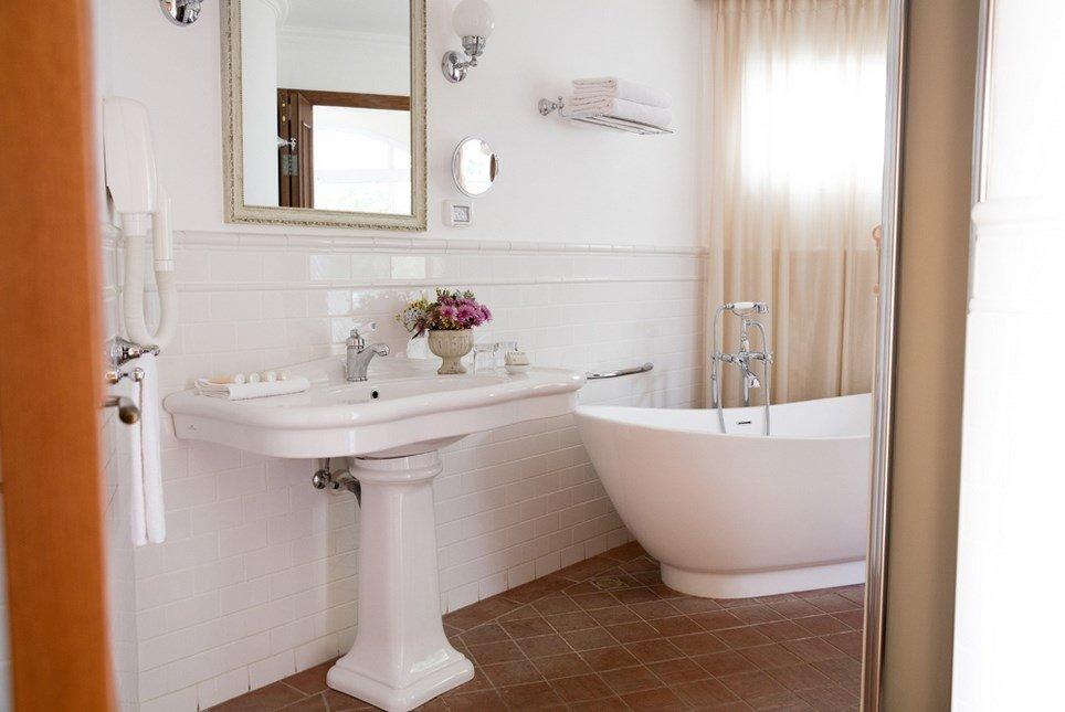 מלון פסטורל כפר בלום - חדרי הבוטיק מקלחת