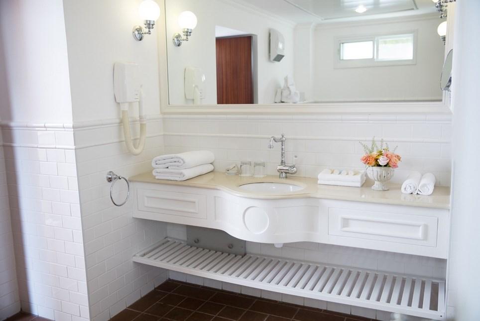 מלון פסטורל כפר בלום - חדרי הסופיריור אמבט