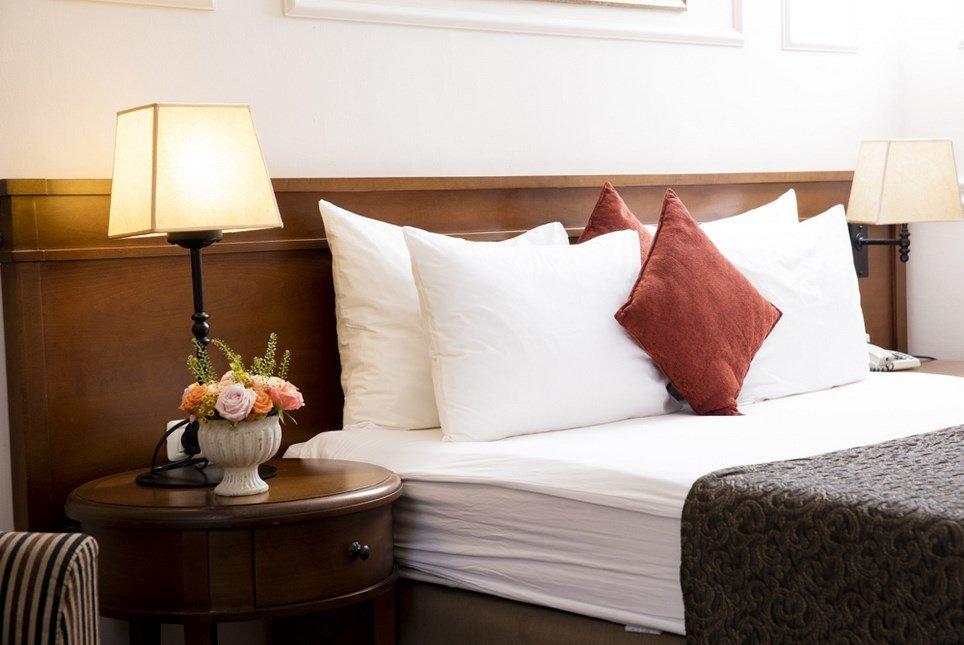מלון פסטורל כפר בלום - חדרי הסופיריור מיטה